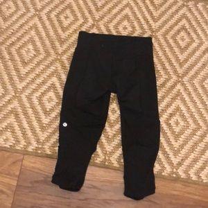Lululemon black capri pants